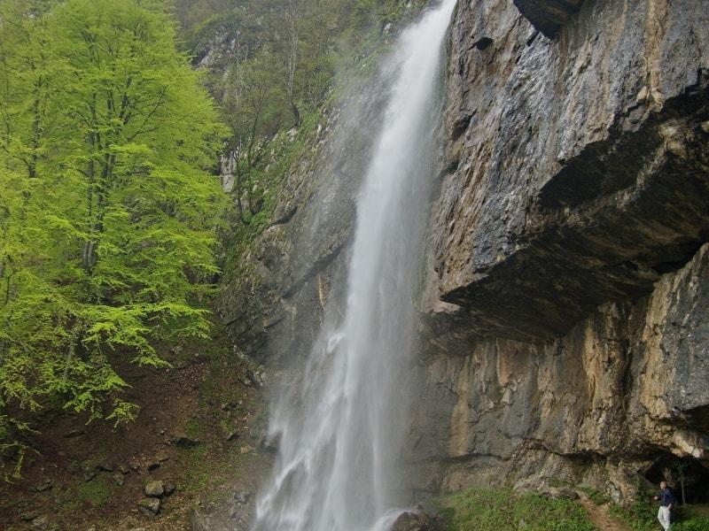 Borov kamak Wasserfall - Foto: Naturpark Vachranski Balkan/Krasimir Lakovski