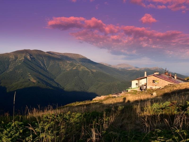 Eho-Berghütte auf dem Hauptkamm - Foto: Nationalpark Zentrales Balkangebirge