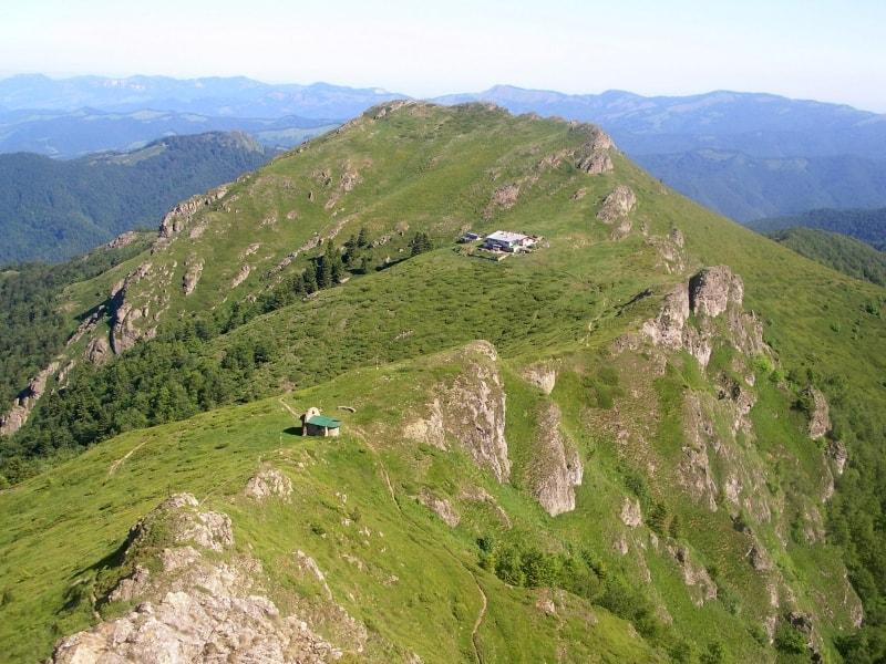 Eho-Berghütte mit Dreifaltigkeitskapelle - Foto: Nationalpark Zentralbalkan/Stoyan Hristov