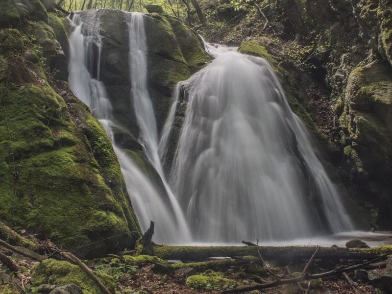 Wasserfall ohne Namen - Foto: Belasitsa Naturpark/Ilia Kochev Levkov