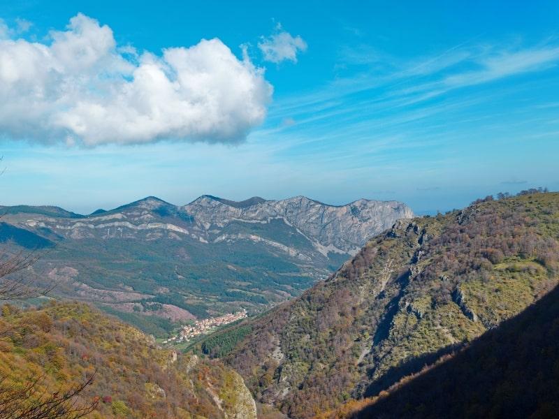 """Panoramablick oberhalb des """"Borov Kamak"""" Wasserfalls - Foto: Vrachanski Balkan Nature Park/Krasimir Lakovski"""