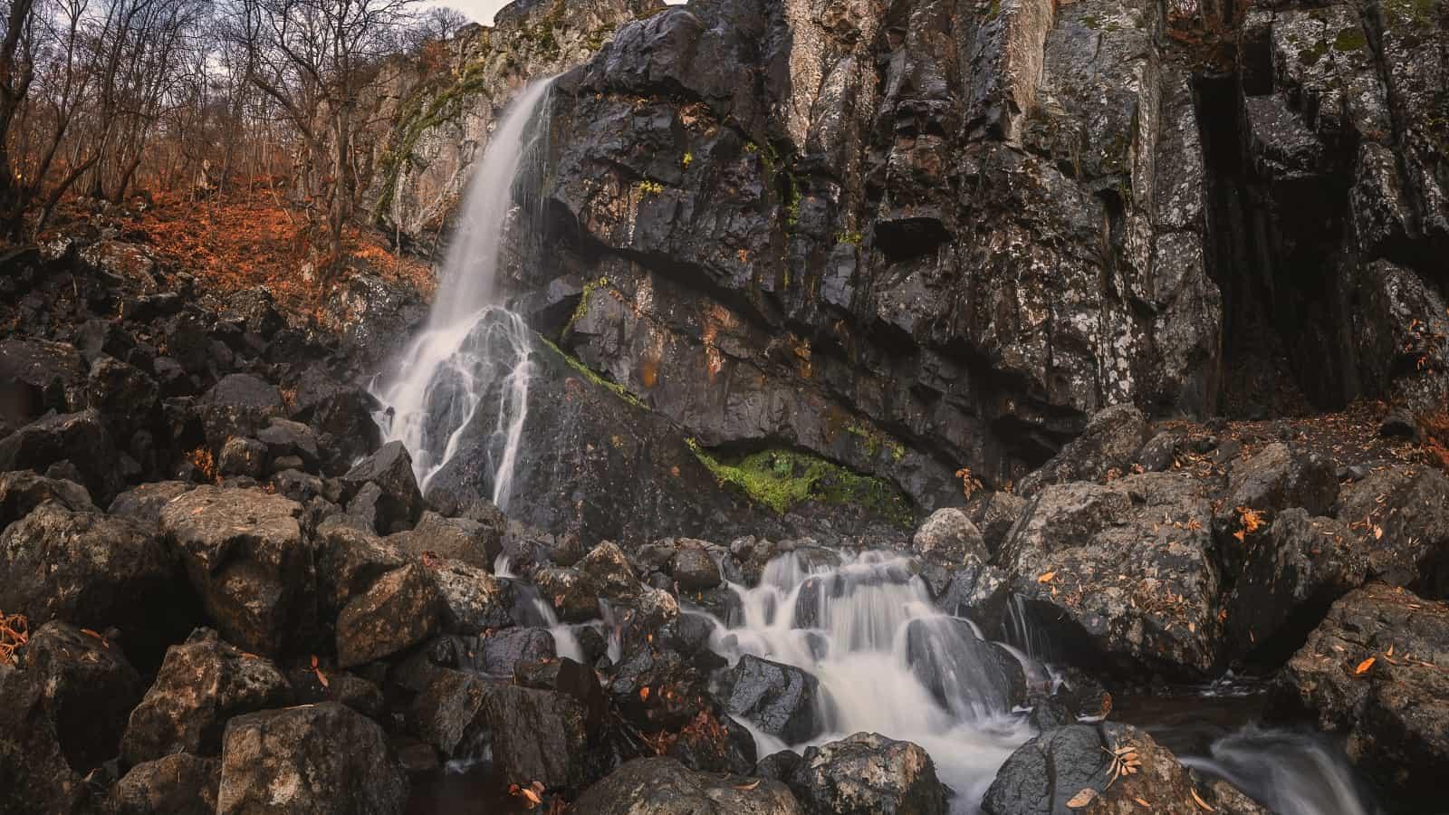 BBoyana-Wasserfall Foto von Veliko Karachiviev bei Unsplash.com