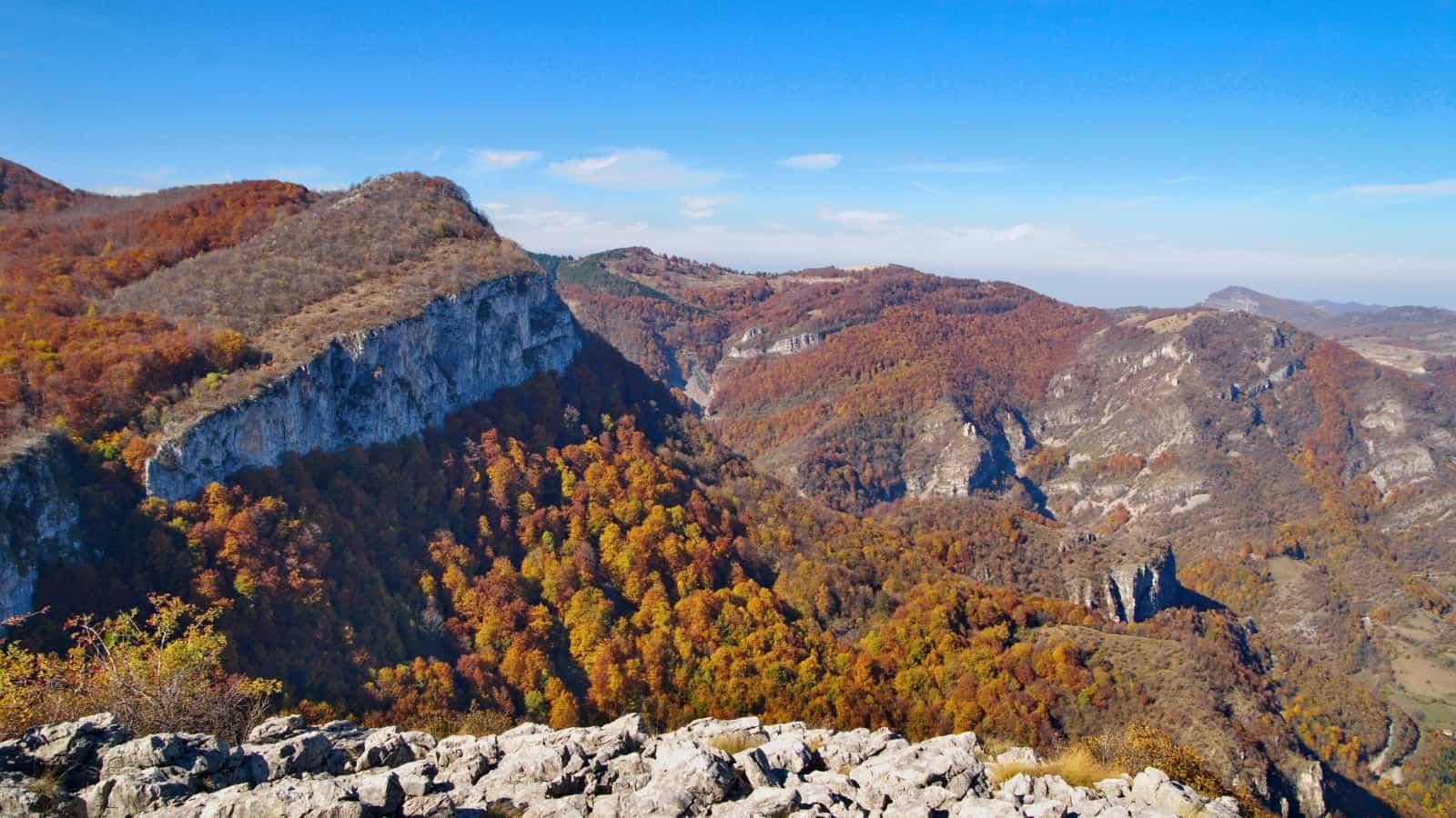 Karst-Tour - Aussicht am Wegesrand - Foto: Naturpark Vachranski Balkan/Krasimir Lakovski