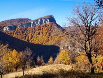 Karst-Tour: Aussicht am Wegesrand - Foto: Naturpark Vachranski Balkan/Krasimir Lakovski